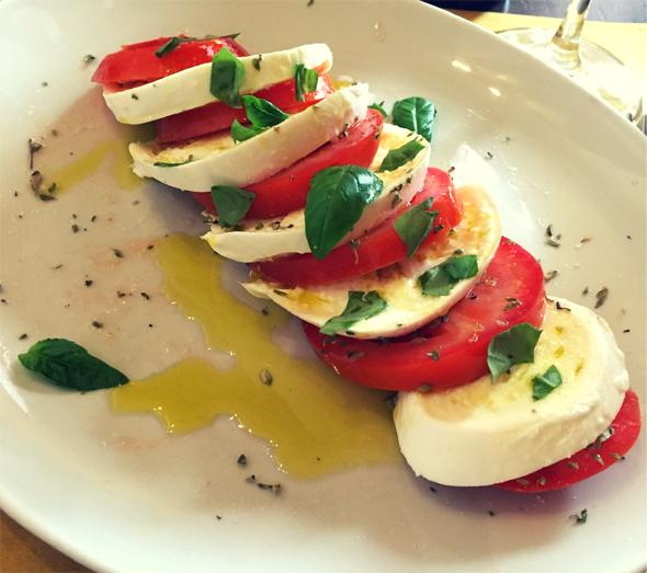Insalata Caprese Recipe Tomato Buffalo Mozzarella Salad Eat The Globe